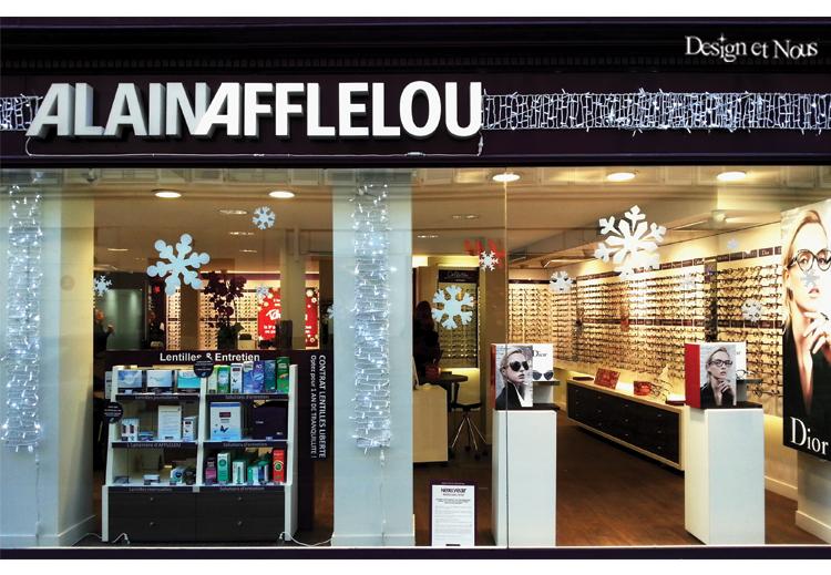 Pour les fêtes de fin d année, décorez vos vitrines avec des ... d17e861ebed2