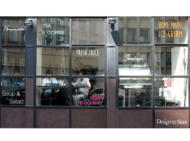 restaurant cafe vitrine mur porte vitrée sur mesure lettrage à personnaliser lettres adhésives