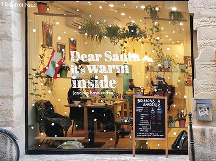 VITRINE NOEL RESTAURANT CAFE VITRE MERCHANDISING FLOCON NEIGE LETTRAGE AUTOCOLLANT ADHESIF SIGNALETIQUE